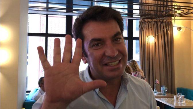 ESCRIBE TU RELATO DE AGOSTO (I): ACTOR, HUMORISTA Y PRESENTADOR @ArturoValls
